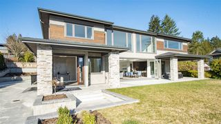 Photo 2: 969 BEACHVIEW Drive in North Vancouver: Dollarton House for sale : MLS®# R2344598