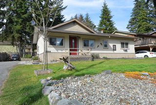 Photo 2: 1264 FITCHETT Road in Gibsons: Gibsons & Area House for sale (Sunshine Coast)  : MLS®# R2353828