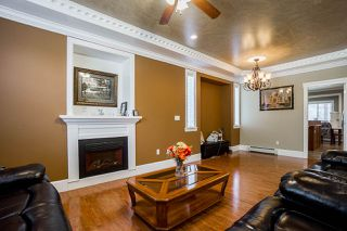 Photo 5: 14926 102A Avenue in Surrey: Guildford House for sale (North Surrey)  : MLS®# R2375572