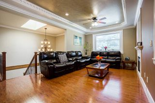 Photo 4: 14926 102A Avenue in Surrey: Guildford House for sale (North Surrey)  : MLS®# R2375572