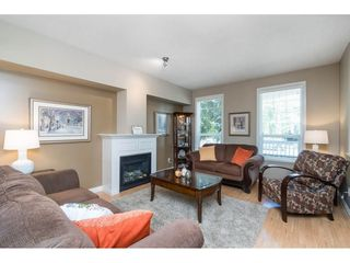 "Photo 3: 7033 179A Street in Surrey: Cloverdale BC Condo for sale in ""Provinceton"" (Cloverdale)  : MLS®# R2392761"