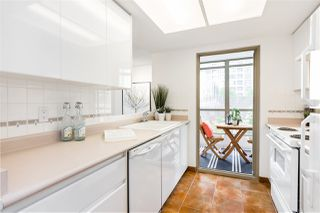 """Photo 8: 503 867 HAMILTON Street in Vancouver: Downtown VW Condo for sale in """"JARDINE'S LOOKOUT"""" (Vancouver West)  : MLS®# R2407224"""
