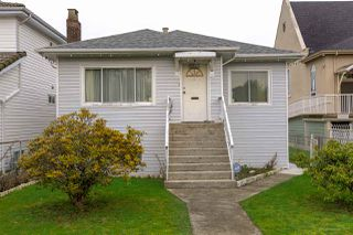 Photo 2: 1159 E 27TH Avenue in Vancouver: Knight House for sale (Vancouver East)  : MLS®# R2433277
