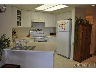 Photo 14: 402 930 Yates Street in VICTORIA: Vi Downtown Condo Apartment for sale (Victoria)  : MLS®# 290238