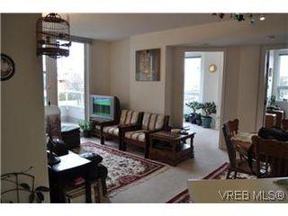 Photo 2: 402 930 Yates Street in VICTORIA: Vi Downtown Condo Apartment for sale (Victoria)  : MLS®# 290238