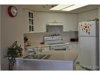 Photo 4: 402 930 Yates Street in VICTORIA: Vi Downtown Condo Apartment for sale (Victoria)  : MLS®# 290238