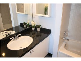 """Photo 5: 401 1550 SW MARINE Drive in Vancouver: Marpole Condo for sale in """"THE CARLTON"""" (Vancouver West)  : MLS®# V1115866"""