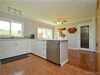 Photo 6: 663 Kent Road in VICTORIA: SW Tillicum Single Family Detached for sale (Saanich West)  : MLS®# 364580