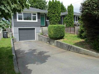 Photo 2: 19359 HAMMOND Road in Pitt Meadows: Central Meadows House 1/2 Duplex for sale : MLS®# R2073945