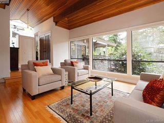 Photo 4: 961 Sunnywood Court in VICTORIA: SE Broadmead Single Family Detached for sale (Saanich East)  : MLS®# 369754