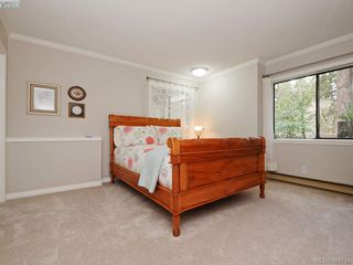 Photo 30: 961 Sunnywood Court in VICTORIA: SE Broadmead Single Family Detached for sale (Saanich East)  : MLS®# 369754