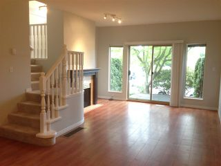 Photo 4: 15431 RUSSELL Avenue: White Rock Townhouse for sale (South Surrey White Rock)  : MLS®# R2154602