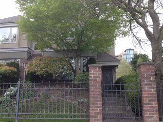 Photo 1: 15431 RUSSELL Avenue: White Rock Townhouse for sale (South Surrey White Rock)  : MLS®# R2154602
