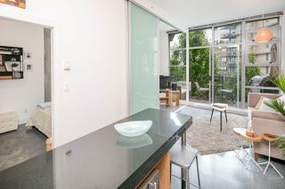 """Photo 7: 407 2635 PRINCE EDWARD Street in Vancouver: Mount Pleasant VE Condo for sale in """"Soma Lofts"""" (Vancouver East)  : MLS®# R2177446"""