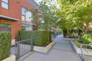 "Photo 2: 214 1961 COLLINGWOOD Street in Vancouver: Kitsilano Townhouse for sale in ""VIRIDIAN GREEN"" (Vancouver West)  : MLS®# R2205025"