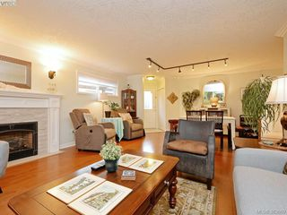 Photo 5: 32 108 Aldersmith Place in VICTORIA: VR Glentana Townhouse for sale (View Royal)  : MLS®# 383609