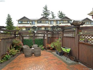 Photo 3: 32 108 Aldersmith Place in VICTORIA: VR Glentana Townhouse for sale (View Royal)  : MLS®# 383609