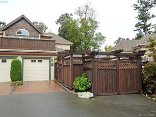 Photo 1: 32 108 Aldersmith Place in VICTORIA: VR Glentana Townhouse for sale (View Royal)  : MLS®# 383609