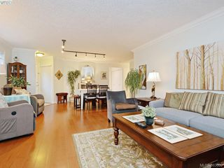 Photo 6: 32 108 Aldersmith Place in VICTORIA: VR Glentana Townhouse for sale (View Royal)  : MLS®# 383609