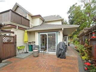 Photo 2: 32 108 Aldersmith Place in VICTORIA: VR Glentana Townhouse for sale (View Royal)  : MLS®# 383609