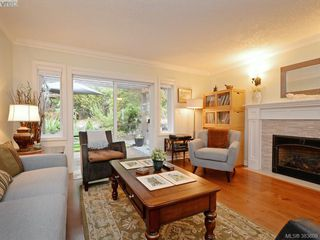 Photo 4: 32 108 Aldersmith Place in VICTORIA: VR Glentana Townhouse for sale (View Royal)  : MLS®# 383609