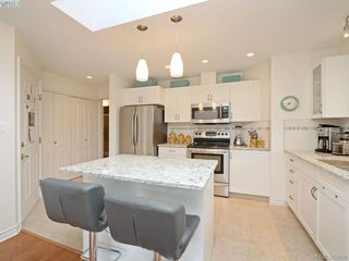 Photo 8: 32 108 Aldersmith Place in VICTORIA: VR Glentana Townhouse for sale (View Royal)  : MLS®# 383609