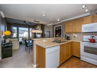 "Photo 5: 401 2167 152 Street in Surrey: Sunnyside Park Surrey Condo for sale in ""Muirfield Gardens"" (South Surrey White Rock)  : MLS®# R2217590"