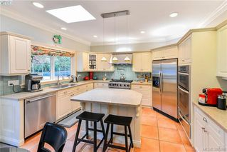 Photo 5: 814 Royal Oak Avenue in VICTORIA: SE Broadmead Single Family Detached for sale (Saanich East)  : MLS®# 387488
