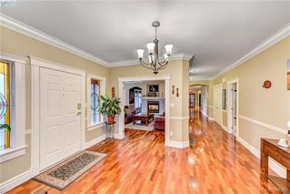 Photo 9: 814 Royal Oak Avenue in VICTORIA: SE Broadmead Single Family Detached for sale (Saanich East)  : MLS®# 387488