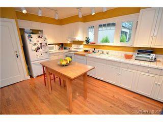 Photo 3: 2710 Mt. Stephen Avenue in VICTORIA: Vi Fernwood Residential for sale (Victoria)  : MLS®# 317119