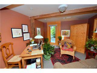 Photo 1: 2710 Mt. Stephen Avenue in VICTORIA: Vi Fernwood Residential for sale (Victoria)  : MLS®# 317119