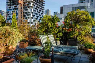 """Photo 1: 708 1500 HORNBY Street in Vancouver: Yaletown Condo for sale in """"888 BEACH"""" (Vancouver West)  : MLS®# R2245639"""