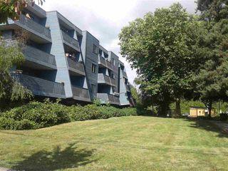 "Photo 2: 205 5906 176A Street in Surrey: Cloverdale BC Condo for sale in ""Wyndham Estates"" (Cloverdale)  : MLS®# R2282384"