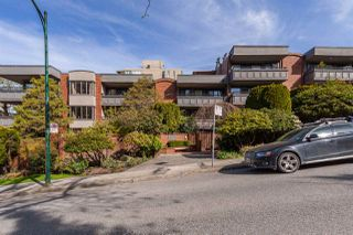 "Photo 2: 301 1405 W 15TH Avenue in Vancouver: Fairview VW Condo for sale in ""Landmark Grand"" (Vancouver West)  : MLS®# R2353938"