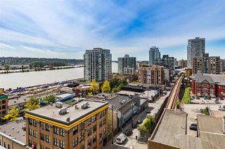 "Photo 1: 1006 39 SIXTH Street in New Westminster: Downtown NW Condo for sale in ""Quantum"" : MLS®# R2368367"