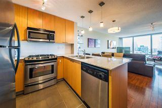 "Photo 2: 1006 39 SIXTH Street in New Westminster: Downtown NW Condo for sale in ""Quantum"" : MLS®# R2368367"