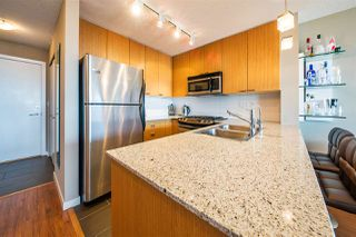 "Photo 3: 1006 39 SIXTH Street in New Westminster: Downtown NW Condo for sale in ""Quantum"" : MLS®# R2368367"