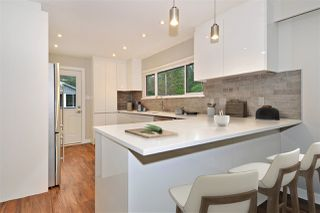 Photo 2: 3245 FINLEY Street in Port Coquitlam: Lincoln Park PQ House for sale : MLS®# R2369958