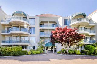 Photo 1: 301 1745 MARTIN Drive in Surrey: Sunnyside Park Surrey Condo for sale (South Surrey White Rock)  : MLS®# R2372562