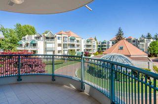 Photo 5: 301 1745 MARTIN Drive in Surrey: Sunnyside Park Surrey Condo for sale (South Surrey White Rock)  : MLS®# R2372562