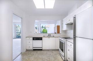 Photo 9: 301 1745 MARTIN Drive in Surrey: Sunnyside Park Surrey Condo for sale (South Surrey White Rock)  : MLS®# R2372562
