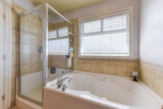"""Photo 16: 17908 71A Avenue in Surrey: Cloverdale BC House for sale in """"Provincton"""" (Cloverdale)  : MLS®# R2374811"""