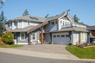 Photo 1: 3670 Coleman Pl in VICTORIA: Co Latoria Single Family Detached for sale (Colwood)  : MLS®# 824343