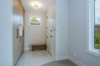 Photo 2: 2411 1 Avenue NW in Calgary: West Hillhurst Semi Detached for sale : MLS®# C4295459