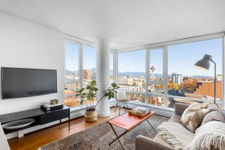 """Photo 4: 1607 188 KEEFER Street in Vancouver: Downtown VE Condo for sale in """"188 Keefer"""" (Vancouver East)  : MLS®# R2526049"""