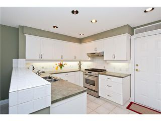 """Photo 4: 6 3405 PLATEAU Boulevard in Coquitlam: Westwood Plateau Townhouse for sale in """"PINNACLE RIDGE"""" : MLS®# V883094"""