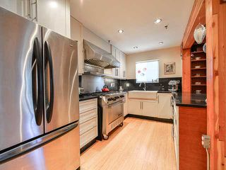 """Photo 7: # 101 1950 E 11TH AV in Vancouver: Grandview VE Condo for sale in """"LAKEVIEW PLACE"""" (Vancouver East)  : MLS®# V1034713"""