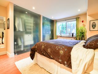 """Photo 11: # 101 1950 E 11TH AV in Vancouver: Grandview VE Condo for sale in """"LAKEVIEW PLACE"""" (Vancouver East)  : MLS®# V1034713"""
