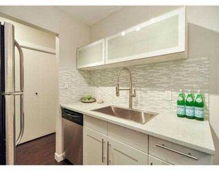 """Photo 9: 204 630 CLARKE Road in Coquitlam: Coquitlam West Condo for sale in """"KING CHARLES COURT"""" : MLS®# V1054989"""