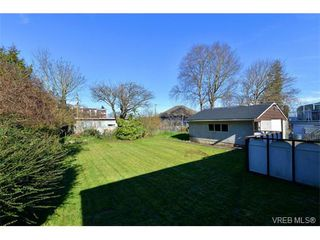 Photo 3: 818 Wollaston St in VICTORIA: Es Esquimalt House for sale (Esquimalt)  : MLS®# 692995